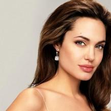 Анджелина Джоли удалила себе грудь